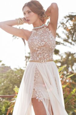 Пляжное свадебное платье с разрезом с открытой спиной