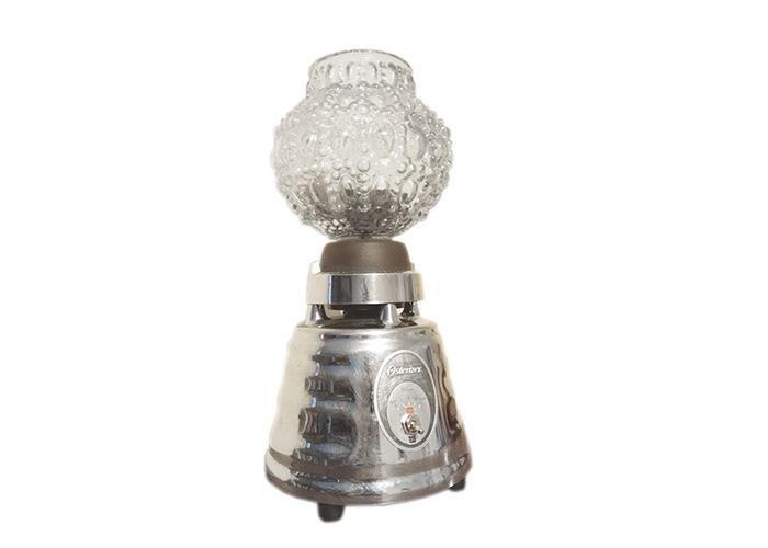 Lámpara hecha con base de licuadora Cámara de vidrio estilo retro Foco led Peso: 2kg Altura 35cm, ancho 19 cm   RECUERDA QUE TODOS NUESTROS ARTÍCULOS SON PIEZAS ÚNICAS DEBIDO A QUE SE FABRICAN CON MATERIA PRIMA ÚNICA.