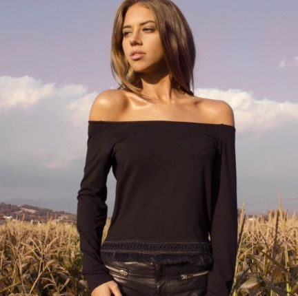 Off Croptop Total Black Fur Fringe ÖH MY Collection. #ohmycroptop #ohmycollection