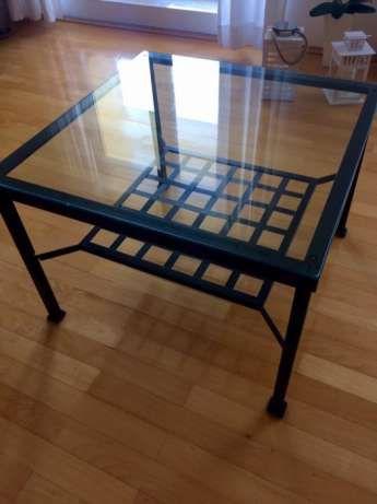70 zł: Sprzedam stolik kawowy, kupowany w sklepie Ikea, metalowy ze szklaną szybą, wys.48cm, pow.68 x 68cm, stan dobry, odbiór osobisty. Polecam!