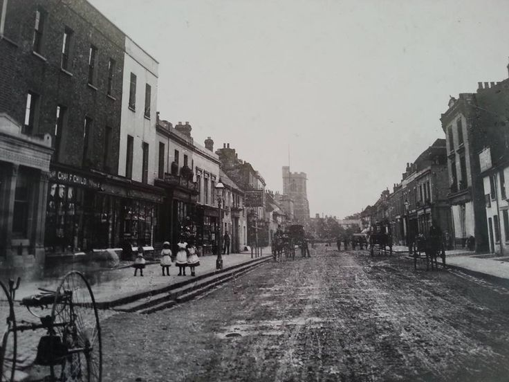 Barnet High Street.... c 1920 —