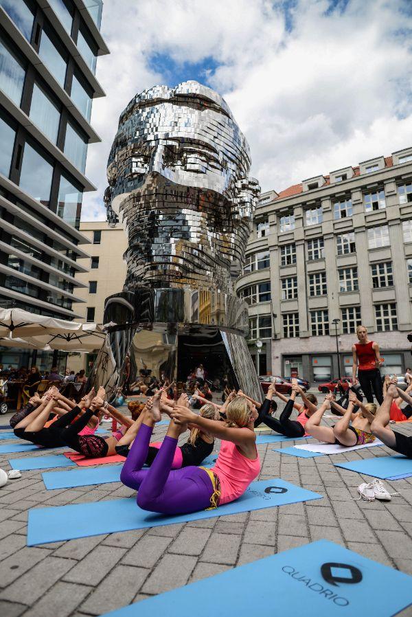 Franz Kafka's head... David Cerny... Bikram Yoga outdoor lesson... #siluetyogawear #madewithloveforyou