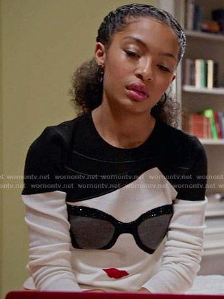 Zoey's sunglasses print sweater on Black-ish.  Outfit Details: https://wornontv.net/56704/ #Blackish