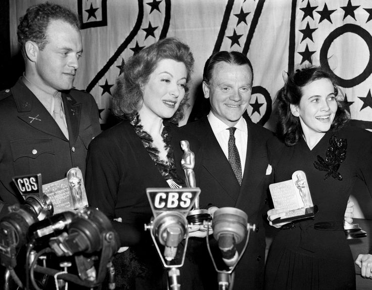 """85 YEARS OF OSCAR Winners—Fun—Fashion § 1943: (Left to right) Van Heflin (Best Supporting Actor, """"Johnny Eager""""), Greer Garson (Best Actress, """"Mrs. Miniver""""), James Cagney (Best Actor, """"Yankee Doodle Dandy"""") and Teresa Wright (Best Supporting Actress, """"Mrs. Miniver"""") at the Academy Award ceremony on March 4, 1943. © Everett Collection/Rex Features"""