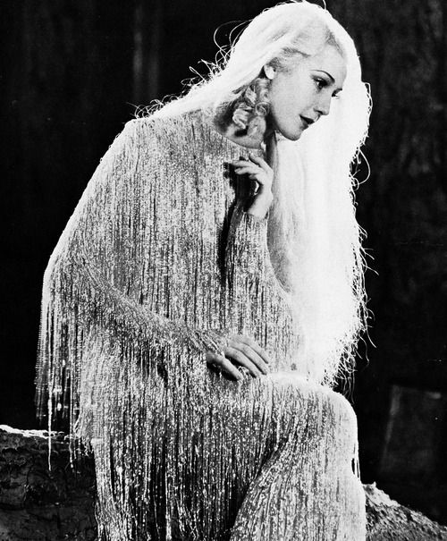 """Anita Louise as """"Queen Titania"""" in A Midsummer Night's Dream (1935) with the most beautiful dress I've ever seen..."""