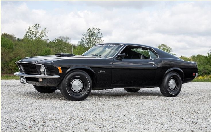 To celebrate April 28 (or 4/28), we found a rar pearl: a Ford Mustang 1970 Cobra Jet engine with 428 cubic inches, a manual transmission has 4 gears and fastback roof. This combination is relatively rare, but the few options added to make it even more desirable.In 1970, 19522 Mustang were produced. Of these, 4576 were models with the plunging roof (the very desirable SportsRoof).   #A unique 1970 Mustang in the world for sale #car #cars guide #Ford #News #The Car Guide #the