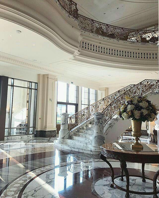 Wohnen Und Deko, Schöner Wohnen, Treppenaufgang, Schmiedeeisen, Drinnen,  Essen Und Trinken, Innenarchitektur, Luxus, Wohnzimmer