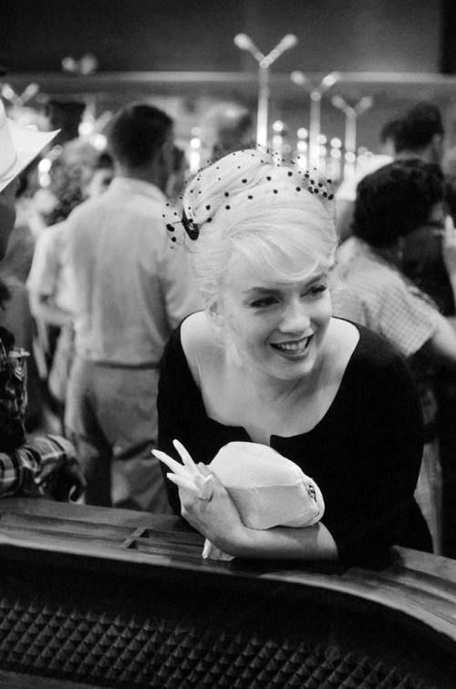 "Inge Morath,Marilyn Monroe, ""The Misfits"" casino set, 1960: Photos, Hats, Celebrity, Marilyn Monroe, Beautiful Marilyn, Norma Jeans, Icons, Misfits, 1960"