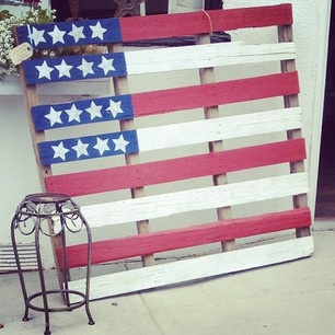 I knew I forgot to make something! Next time I see a pallet I think I'll get one and make this. #redwhiteblue #flag #memorialday #july4 #pallet #craft