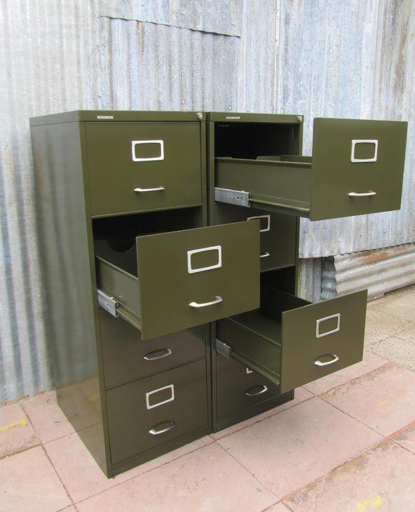 2 Vintage Industriële Metalen Archiefkasten/Ladenkasten, Metal Office Drawer Cabinets  € 550,00