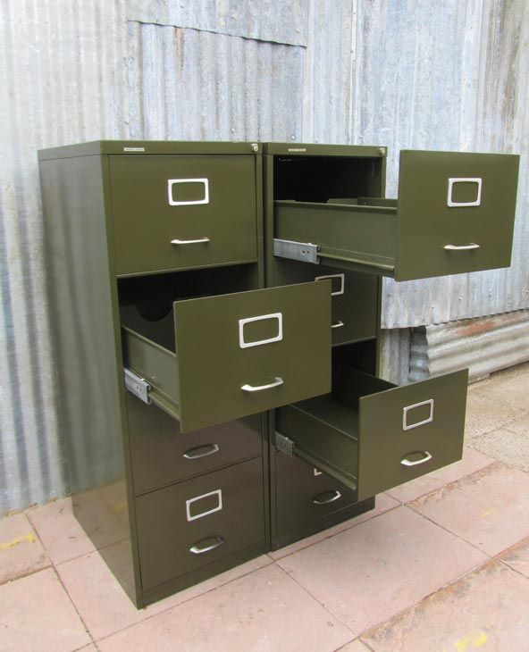 2 Vintage Industriële Metalen Archiefkasten/Ladenkasten, Metal Office Drawer Cabinets  € 550,00