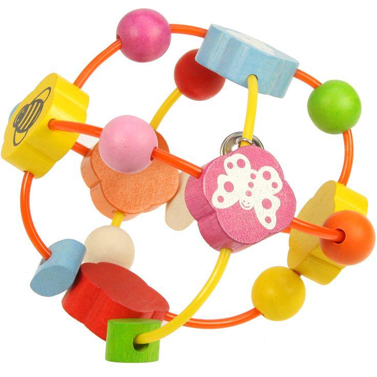 Ajuta-ti bebelusul sa descopere primele forme, culori si sunete cu aceasta mingiuta din lemn. Culorile vesele, imaginile desenate si sunetele produse vor fi o adevarata atractie. Jucaria il va ajuta sa-si antreneze si abilitatile motorii fine, bilutele colorate devenind adevarati parteneri de joaca. Produsul este ideal pentru devoltarea coordonarii ochi-mana de la o varsta frageda. Mingiuta masoara 13 cm in diametru si este extrem de usoara, fiind adaptata manutelor mici ale bebelusului…