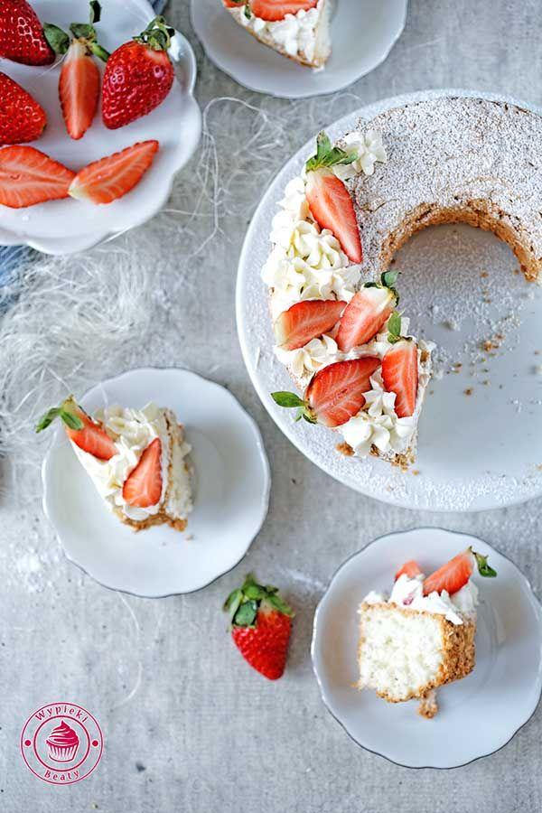 Angel Food Cake - anielskie ciasto z truskawkami i bitą śmietaną