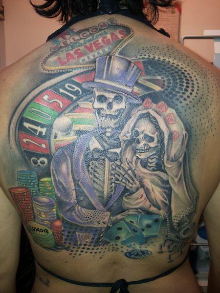 """morena_giacomini  #casttattoo  In redazione stanno arrivando tantissime foto di tatuaggi con storie bellissime.  Grazie a tutti e continuate così!  Ecco il tatuaggio di """"morena_giacomini"""".  """" È UN TRIBUTO AL MIO MATRIMONIO, CELEBRATO A LAS VEGAS.  I NUMERI SULLA ROULETTE SONO LA DATA, SULLE FICHES C'È IL NOME DELL'HOTEL DOVE ALLOGGIAVAMO, IL NUMERO (23) FORMATO DAI DADI È IL MIO NUMERO PORTAFORTUNA.  DA NOTARE ANCHE LA PRESENZA DELLA MIA AMATA.CAGNOLINA. """"  http://tattoo.codcast.it/"""
