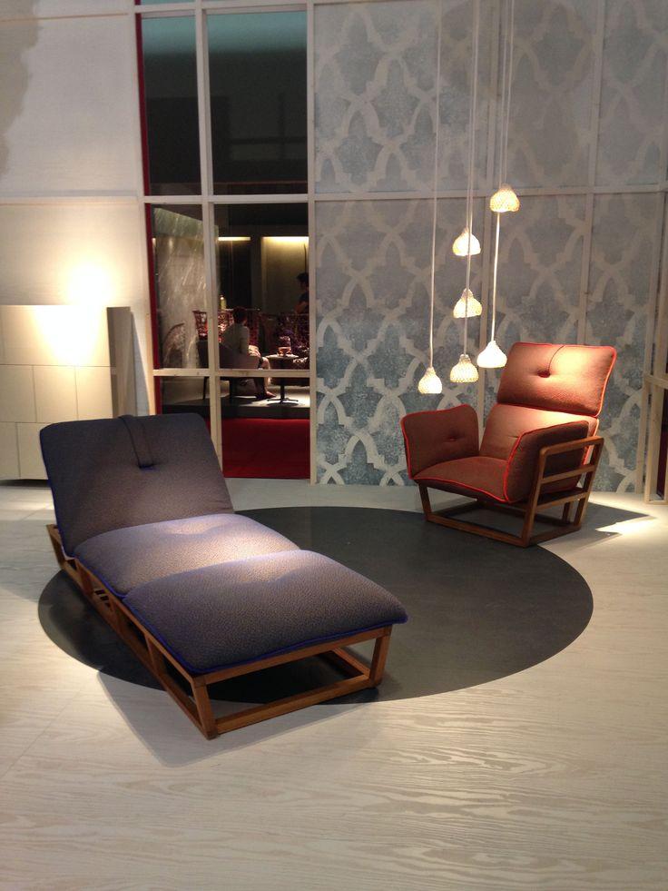 In una così bella giornata di sole non possiamo che presentarvi le nostre novità per l'outdoor: collezione Surplus, lounge Julia, tavolino Weld abbinato al divano Vela.