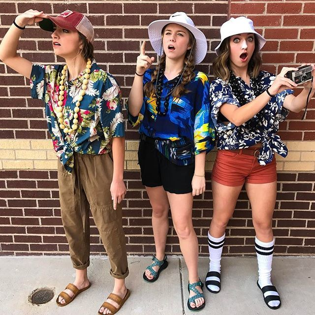 Tacky tourist day with mah girls also click the link in our bio to watch our new video!