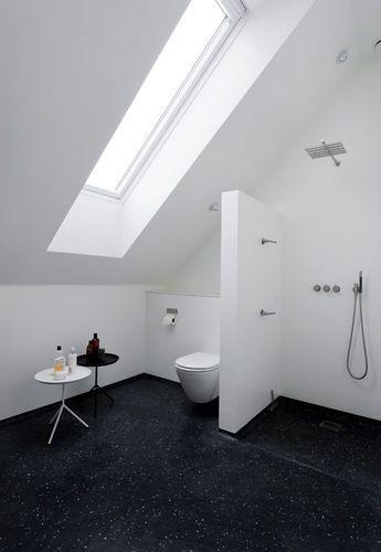 Badkamer onder schuin plafond