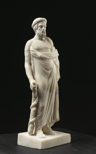 Asclépios, le dieu est à demi drapé