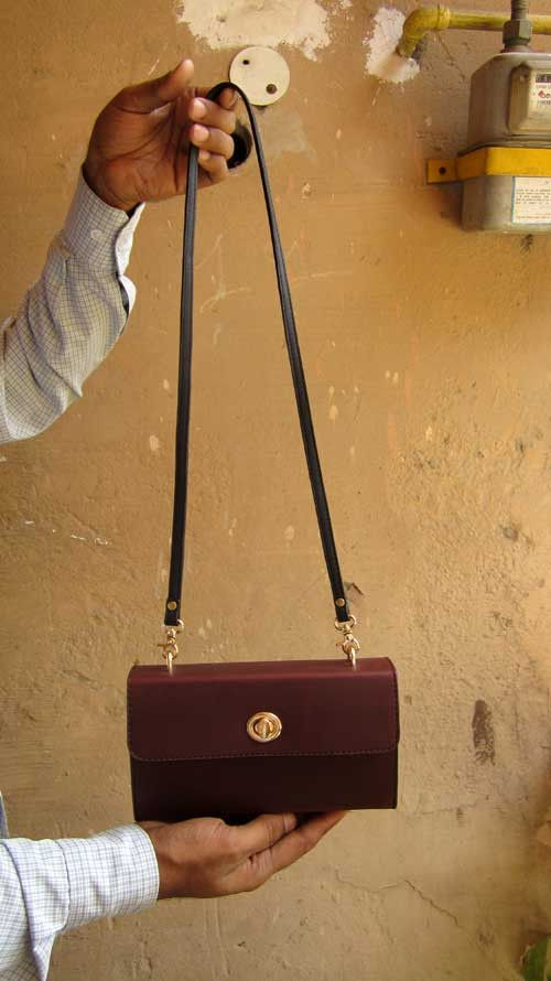 Bordeaux Ellie, Chiaroscuro, India, Pure Leather, Handbag, Bag, Workshop Made, Leather, Bags, Handmade, Artisanal, Leather Work, Leather Workshop, Fashion, Women's Fashion, Women's Accessories, Accessories, Handcrafted, Made In India, Chiaroscuro Bags - 3