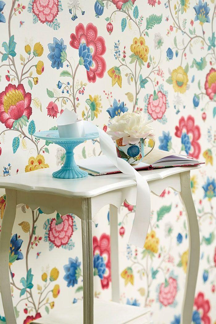 PiP Floral Fantasy| White Wallpaper | PiP Studio ©  Olohuoneeseen