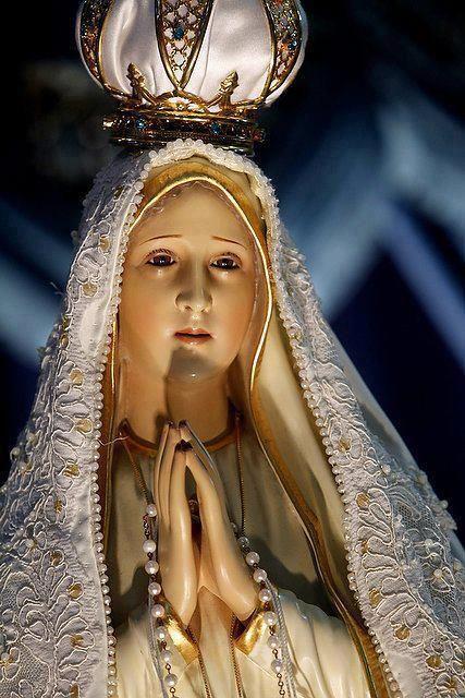 Santa María, Madre de Dios, ruega por nosotros pecadores, ahora y en la hora de nuestra muerte. Amen.
