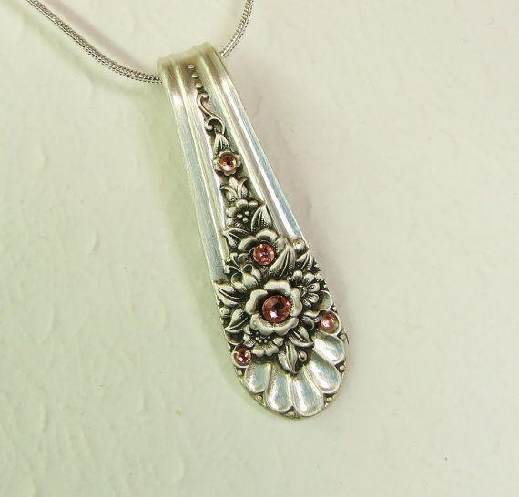 Collar colgante, Jubileo 1953, cristales del melocotón de la cuchara, cuchara de joyería