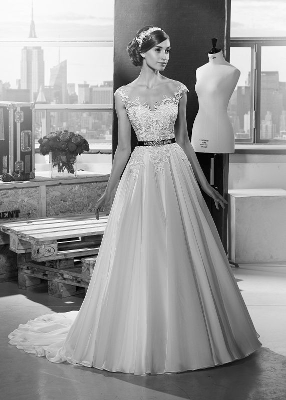 Szukasz wyjątkowej, eleganckiej a zarazem oryginalnej sukni ślubnej? Sprawdź model sukni GALA MACHIKO