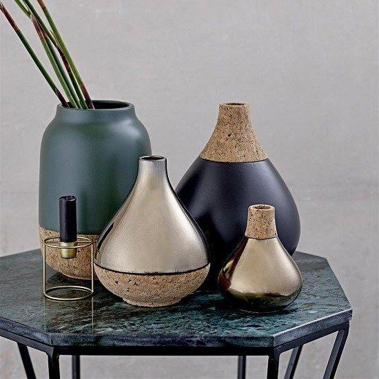 Het liefst zou ik iedere week een mooie vaas kopen. Er zijn ook zoveel leuke vazen: groot en klein, gemaakt van glas of aardewerk. Welke moet ik kiezen?