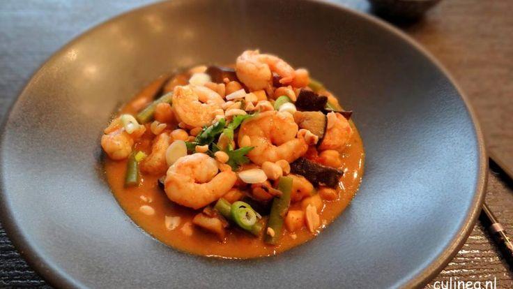 Kikkererwten curry met aubergine, bonen en gamba's
