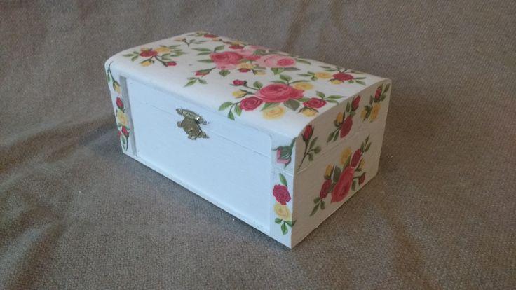 Jewel case. Decoupage technique. Front.