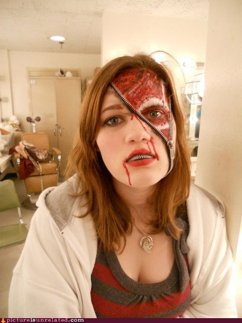 I want to try to figure out to do something at least somewhat like this for halloween one of these years!