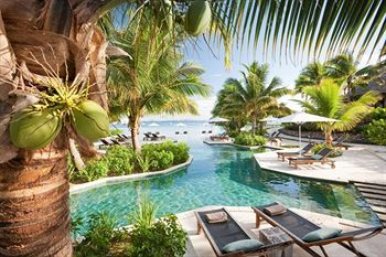 Fantásticas instalaciones en LikuLiku Resort. Espectacular piscina!