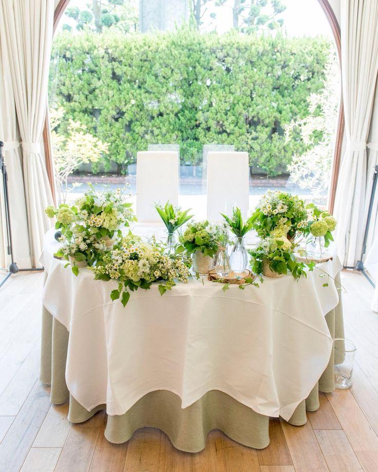 *♡*Wedding Report 62*♡* * 高砂装花の全体像です🌿🌱🌼🍀✨💕 * 薄い色のグリーンと白い小花とマトリカリアでお願いして、ビンとか切り株とか使って細々と並べてください🙏✨ そして、入荷したら絶対スズラン入れてください🙏✨💕っていうわがままなオーダーをしました☺️💕 * 無事スズランもはいって、細部にお花屋さんのセンスが宿る、めっちゃめっちゃ可愛い装花でした😭💘💕✨ * * * #wedding #ガーデン挙式 #ガーデンウエディング #レストランウエディング #メゾンドタカ芦屋 #高砂 #高砂装花 #装花 #メインテーブル #メインテーブル装花 #flowers #小花 #お花大好き #お花 #グリーン #weddingphotography #weddingreport #卒花 #卒花嫁