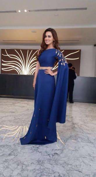 Daisy Shah & Sana Khan in Reeti Arneja designs