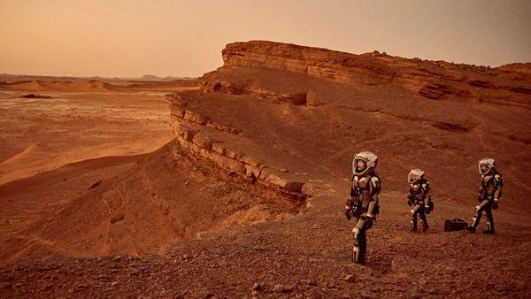 Колку долго ќе патувате до Марс, ако се движите со брзина на светлината
