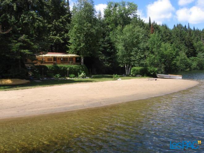 Chalet (grande roulotte) à louer situé au lac de l'Aigle Usagé à vendre à Notre-Dame-du-Laus - LesPac.com Vacances et voyages Notre-Dame-du-Laus