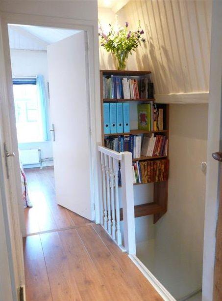 Boeken kun je ook boven het trapgat hangen.