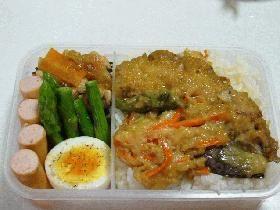 ten-don お弁当 煮天丼 (clams, carrot, eggplant)