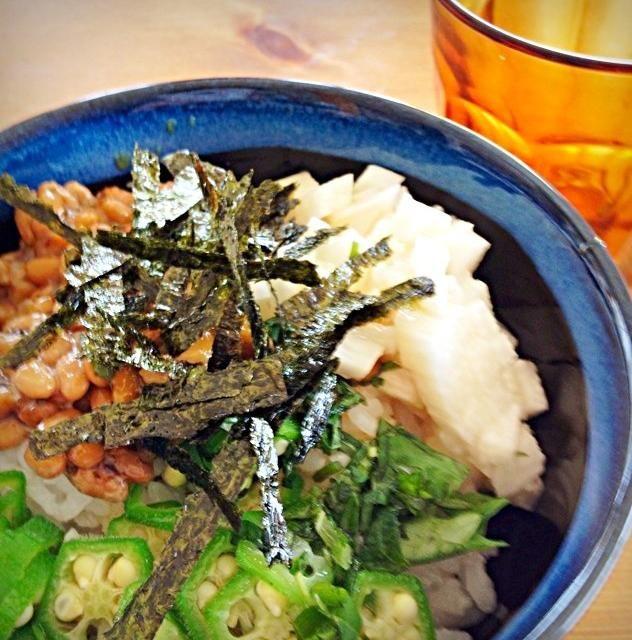 シソ海苔納豆、長芋、オクラ、大葉、もみ海苔。 シャキシャキ、ネバネバ‼ - 14件のもぐもぐ - 暑い夏のお昼は簡単納豆丼。 by megu111