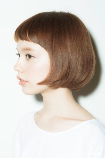 The sides of her bob give a gorgeous look can be paired with casual or classy clothes