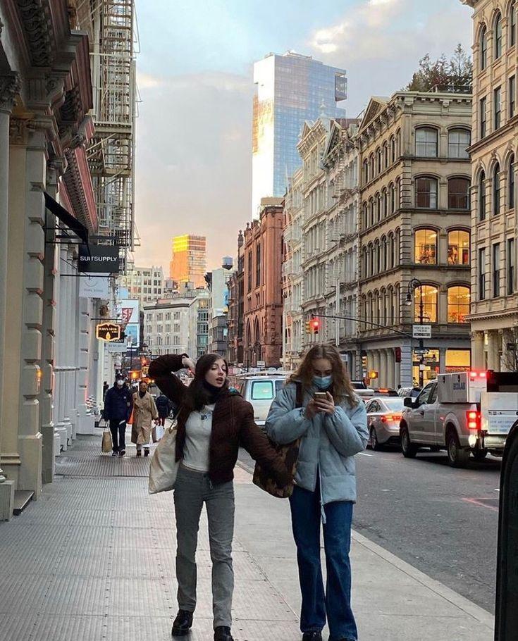 New York Life, Nyc Life, Besties, Big Friends, New York Girls, Beige Aesthetic, Flower Aesthetic, Who Runs The World, City Girl