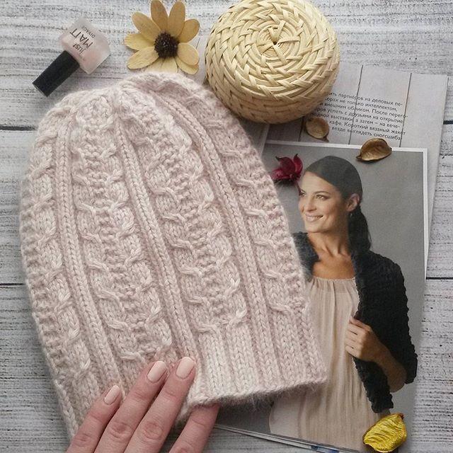 Привет!Ну вот и моя новая весенняя модель шапочки. Она слегка удлиненная, очень мягкая и пушистая. Если приблизить фото, то можно увидеть этот нежнейший пушок) Состав: монгольский кашемир ОГ 52-56 Цена 2000. ✔В наличии✔ Для покупки или заказа пишите в Директ, Viber, WA +79269428508 #вяжуназаказ #шапка #весна #шапкаскосами #вяжутнетолькобабушки #ручнаяработа #handmade #knitting #knit #bestknitters #best_knitters #familia #familylook #вязаниеназакз #москва #тучково #руза #handmadeручнаярабо...