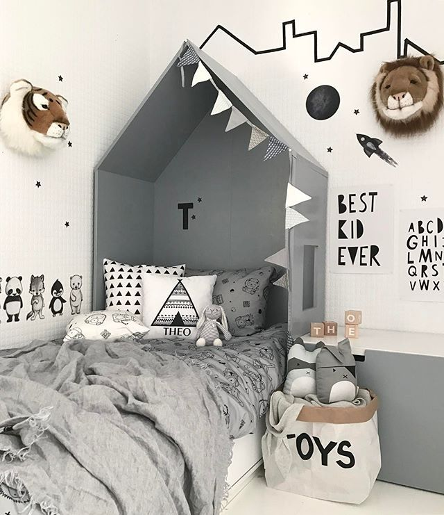 Good morning from Theo's room Happy mother's day to all moms out there . . I dag kl 20 trekker jeg en vinner av kaninarmstolen i samarbeid med @hostedoglilly - delta på tidligere innlegg . . #whiteinterior #vakrehjemoginterior #skandinaviskehjem #passion4interior #immyandindi #barnerom #mittbarnerom #dream_interiors #interior123 #instadaily #instagood #interior4all #interiorwarrior #interiorandhome #inspoformilla #lilleskatten #norsuinteriors #nordicinspiration #kajastef #babyshops