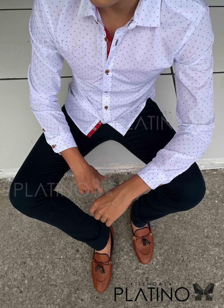 """Conjunto perfecto para una ocasión casual y/o formal, compuesto por una camisa blanca con detalle de puntos rojo y franja en botones en contraste ideal, pantalón de gabardina marino y mocasín chevron con mota. Artículos hechos en México por la marca """"Moon & Rain"""" y de venta exclusiva en """"Tiendas Platino""""    #TiendasPlatino #Moda #Hombre #Camisa #Pantalón #Calzado#Mocasín #Outfit #Mens #Fashion #Dapper #Ropa #México #Looks #Style"""