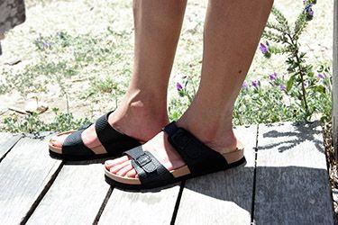 Sandalias tipo Bio negras para pies anchos, cierre regulable con las hebillas