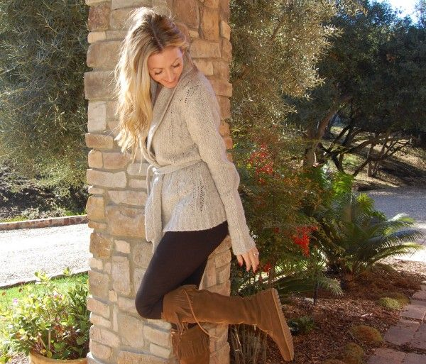 the stylish housewife - cozy LAmade sweater & Minnetonka boots