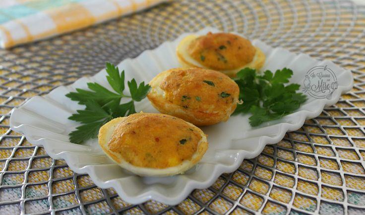 Le uova sode ripiene e fritte, sono veramente una bella risorsa per quando si vuole preparare in anticipo un piatto sia caldo che freddo.