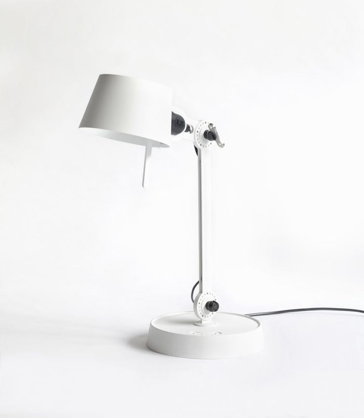 Bordlampe fra bolt by tonone riger
