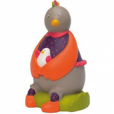 Cette #tirelire Pivoine la poule, de la collection Les cousins du Moulin par Moulin Roty accueille l'argent de poche. #tirelirepoulelescousinsdumoulin #poule #lescousinsdumoulin #décoration
