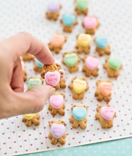 Teddy Bear Graham Cookies Holding Conversation Hearts @hell0wonderful
